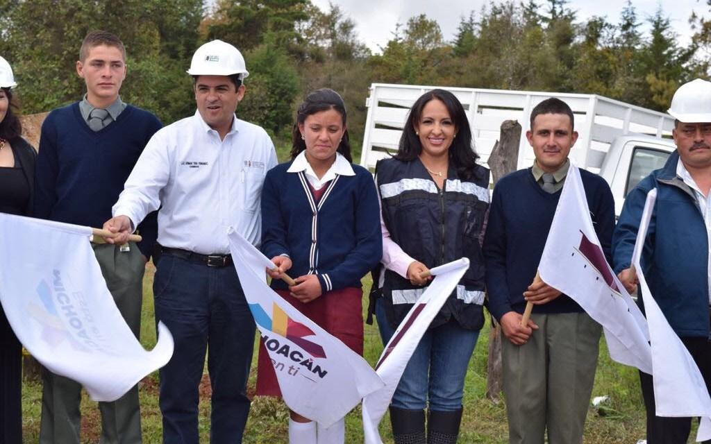 Inicia IIFEEM dignificación de Telesecundaria en Quiroga