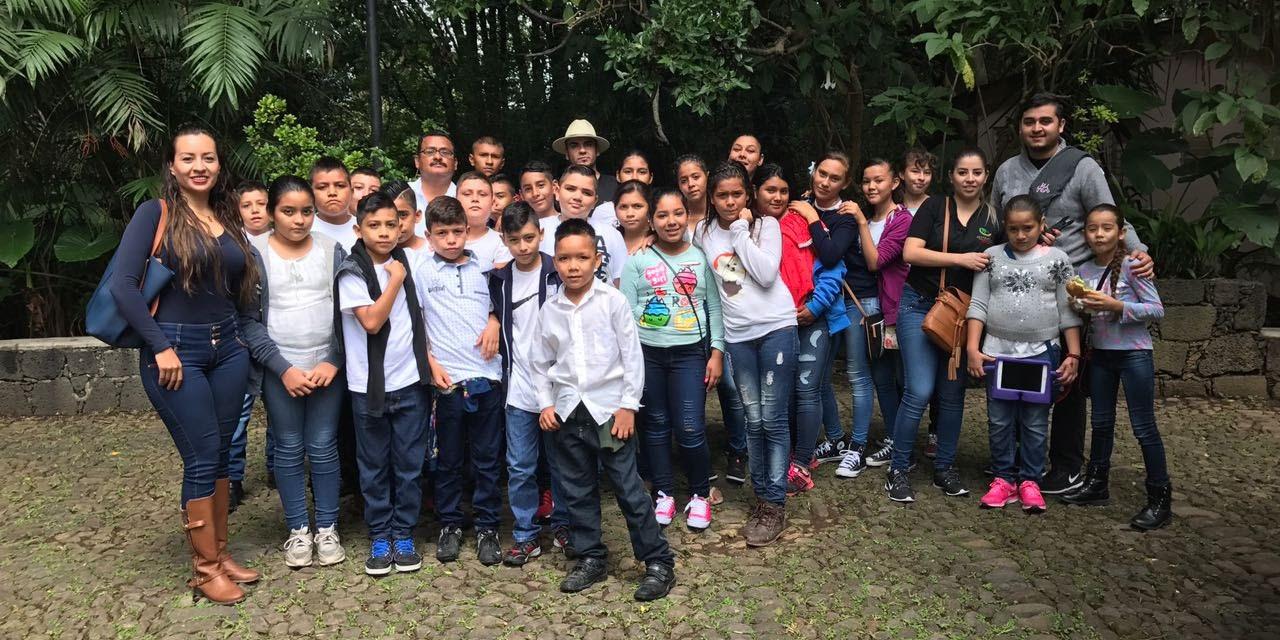 Lleva Sectur a niños de Cenobio Moreno al Parque Nacional de Uruapan