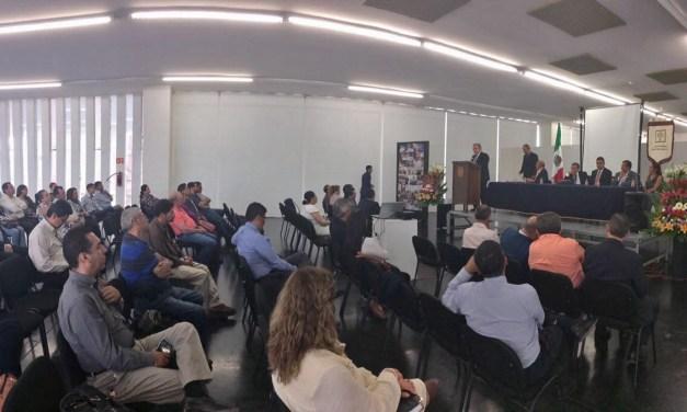 Llama Flores Negrete a consolidar la actualización y especialización de organismos dedicados al estudio del Derecho