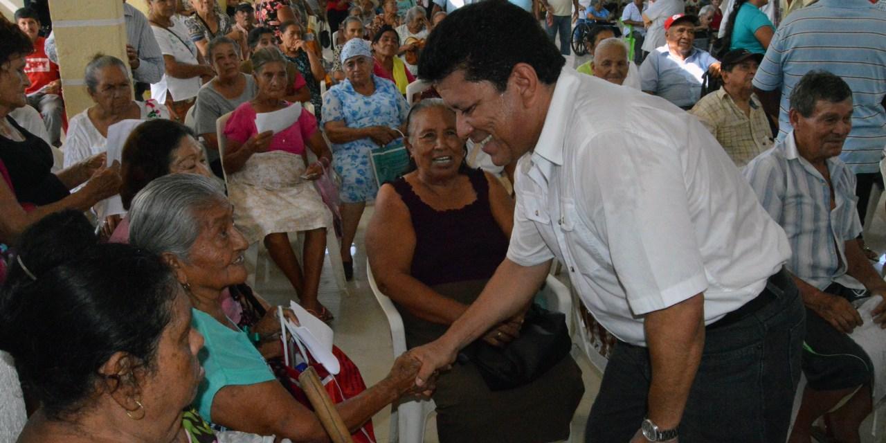 Refrenda alcalde continuar apoyos para los adultos mayores