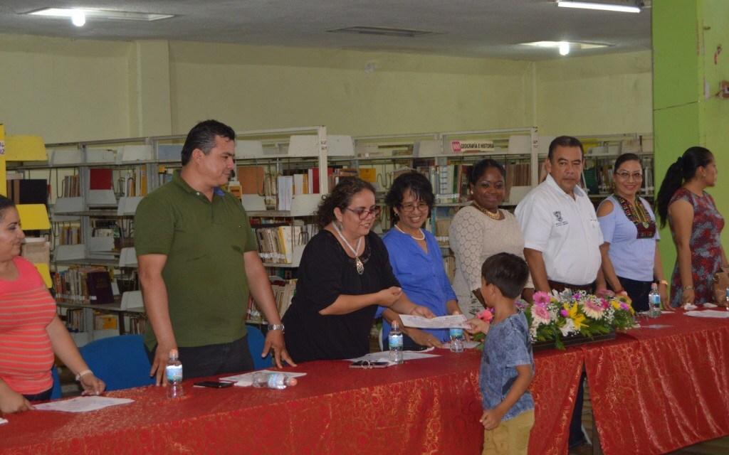 Clausuran curso de verano en la biblioteca Álvaro Obregón