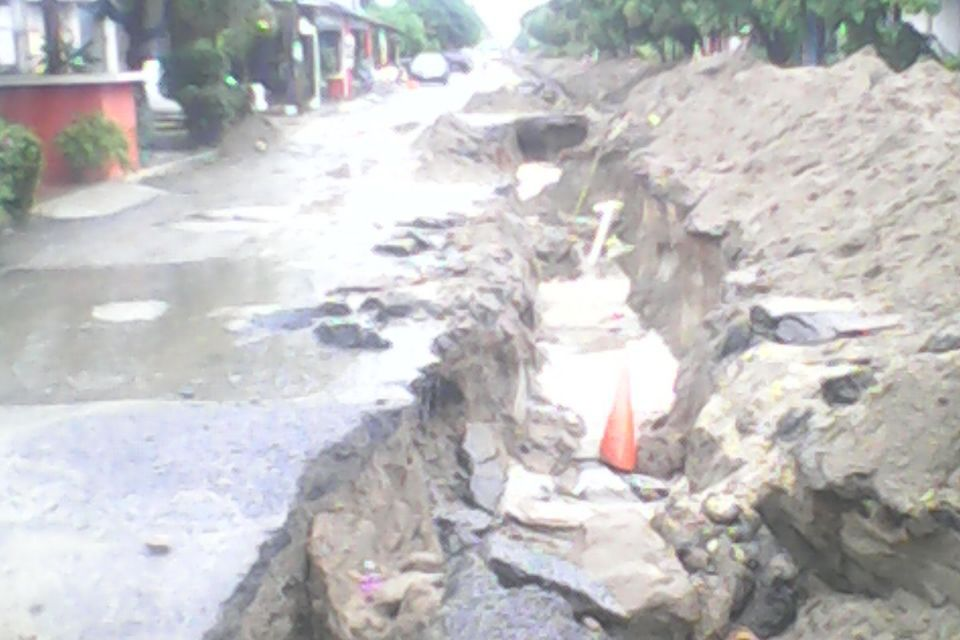 Luce socavón calle Independencia en Playa Azul recién 'reparada'