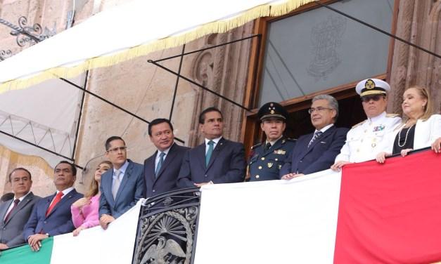 Miles de familias disfrutan el Desfile Cívico-Militar por el CCLII Natalicio del Siervo de la Nación