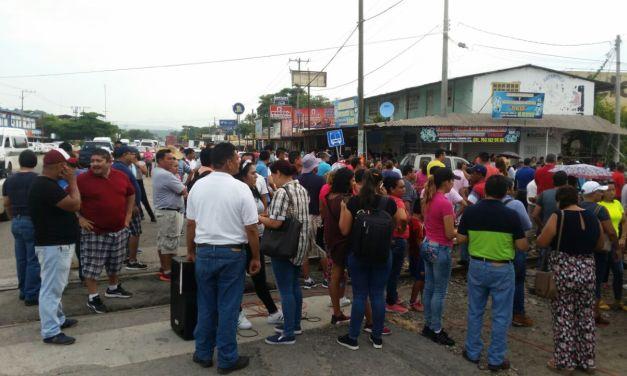 CNTE bloquea vías del tren en cinco regiones del estado