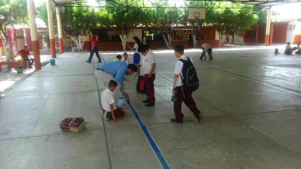 Rehabilitan espacio deportivo en Escuela Primaria