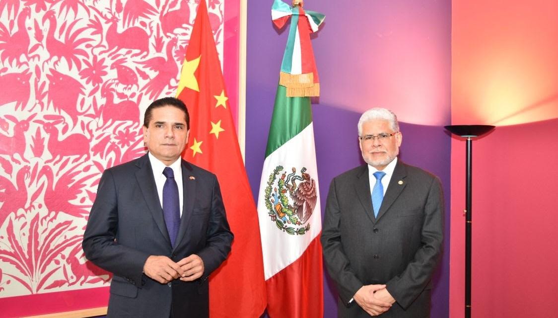 Inicia gira de trabajo de Silvano Aureoles en China; se reúne con el embajador de México
