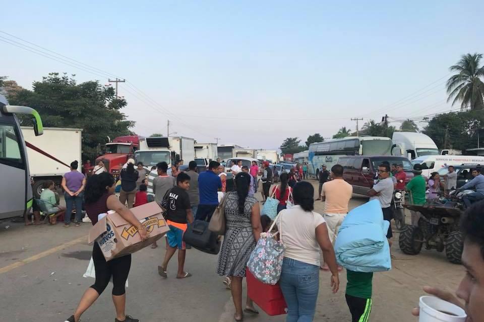 Bloqueada la circulación vehicular  entre Lázaro Cárdenas y Acapulco