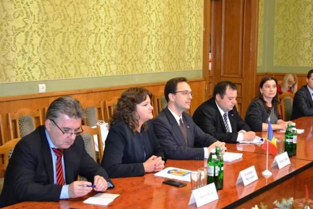 intalnirea secretarului de stat Petre Guran cu reprezentantii autoritatilor ocale din regiunea Cernauti_2