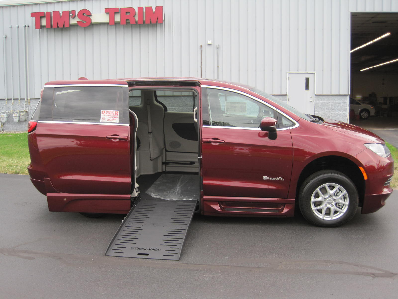 2018 Chrysler Pacifica With Braun Entervan Ii Conversion