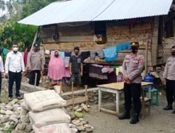 Jajaran Polsek Ranteangin Peduli Terhadap Warga Dengan Memberikan RTLH