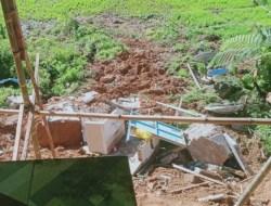 Diguyur Hujan, Rumah Camat Mehalaan Mamasa Terbawa Longsor