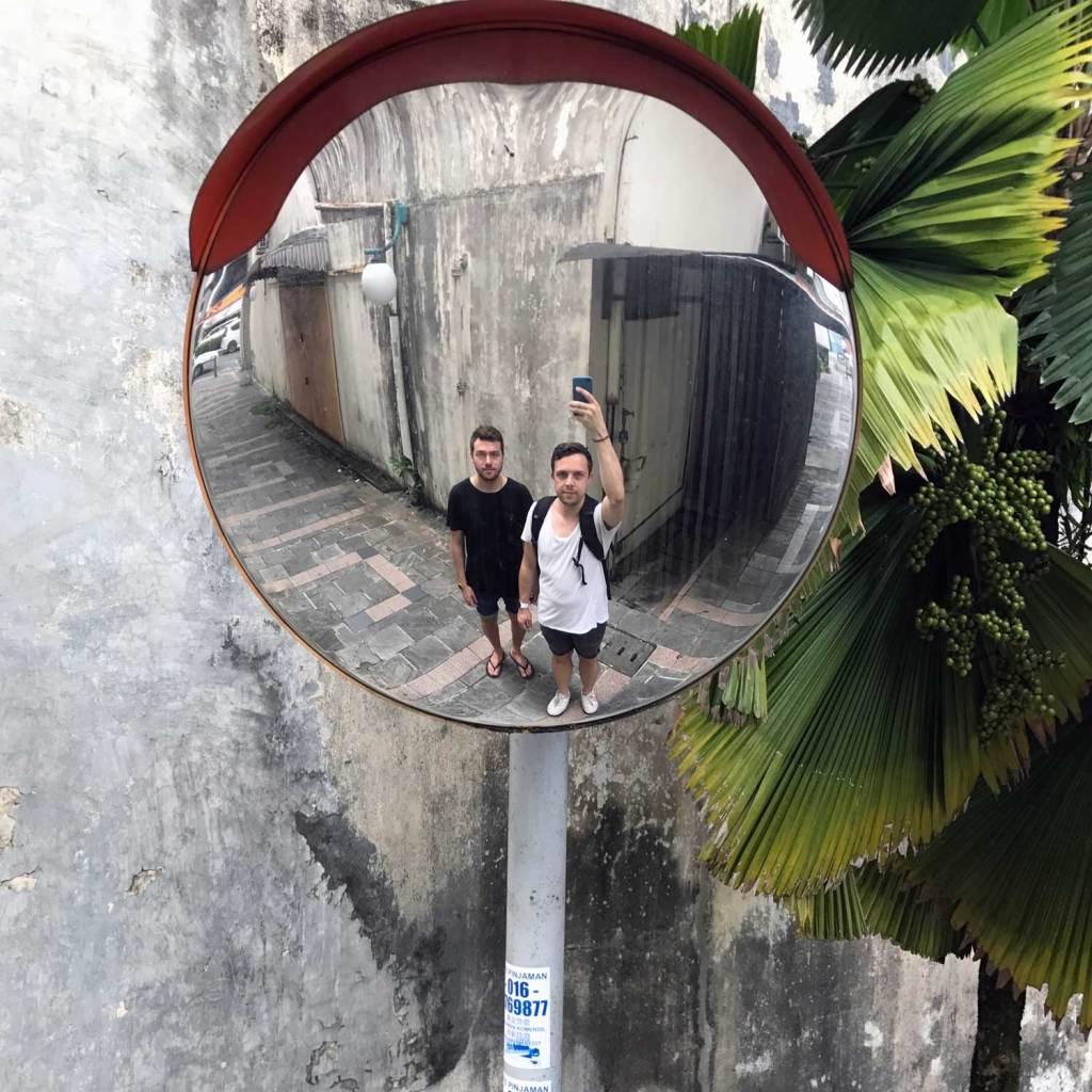 Kuching-Mirror-Selfie