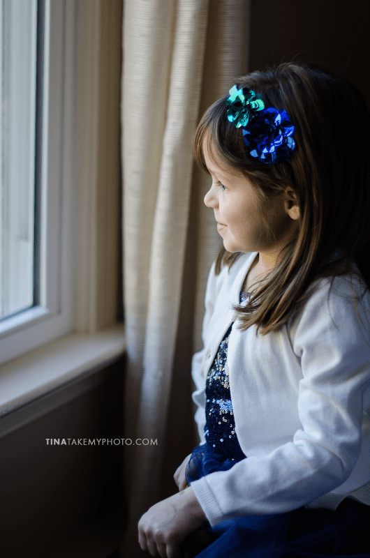 Vega-Family-Window-Portrait-Child-Photography-Sneak
