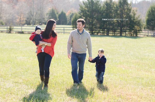 Richmond-Goochalnd-Sunny-Winter-Farm-Family-Session-Photographer (8)