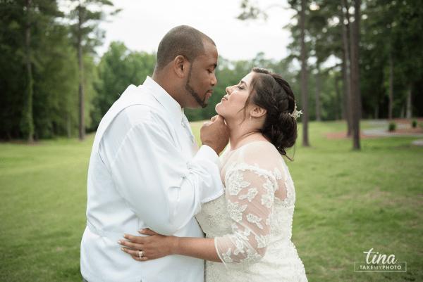 wedding-photographer-bride-groom-portrait-summer-brandermill-country-club-virginia-golf-course-rain2