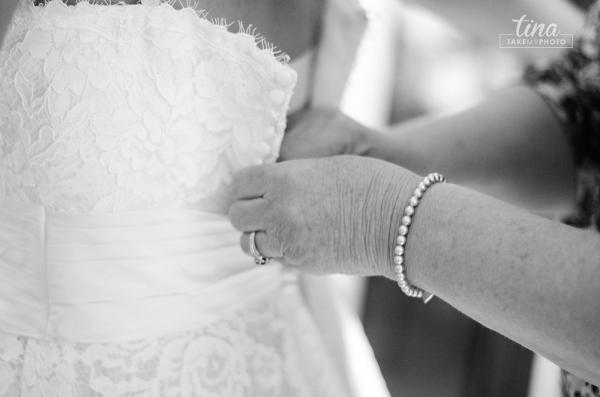 dress-button-mom-daughter-hands-getting-ready-Richmond-virginia-wedding-photographer-tina-take-my-photo-fall-celebrations-reservoir-midlothian