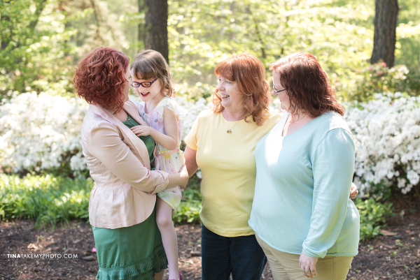 mothers-day-mom-and-me-family-session-mini-richmond-vriginia-james-river-winery-event-charity-tina-take-my-photo-portrait-maymont-rva-photographer-sharons-hands-06