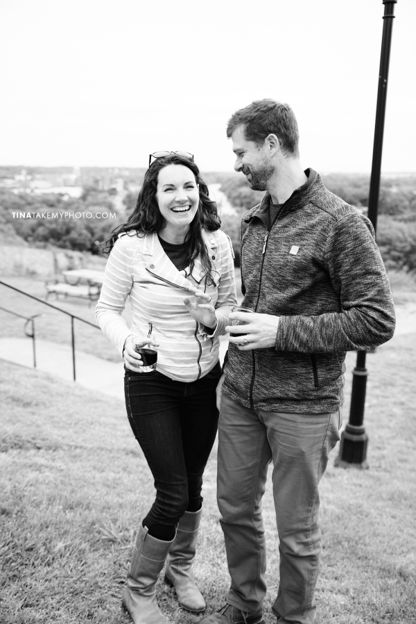 libby-hill-park-richmond-rva-engagement-anniversary-photographer-picnic-wine-dinner-cute-idea-TRT_0393