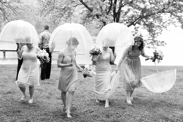 ridge-maryland-md-rainy-spring-blush-grey-pinks-wedding-photographer-winery-slack-woodlawn-lake-outdoor-spring-romantic-bridal-party-spring-clear-bubble-umbrella-black-white-trt_0911