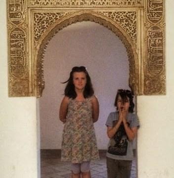 kids-in-a-doorway-alhambra