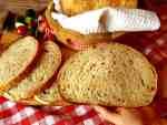 Gazdovský chlebík s pivom a so skaramelizovanou cibuľkou (kváskový)