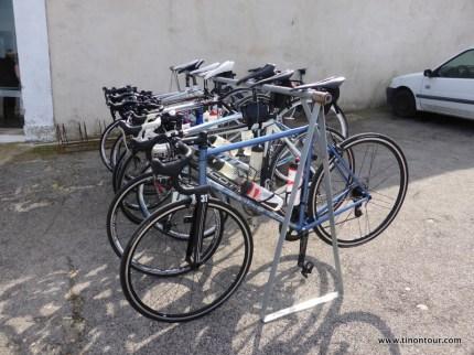 """Fahrradständer sind out - hier auf Mallorca (oder generell beim Radfahren???) werden die Räder anders """"geparkt"""""""
