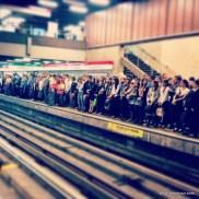 Montag Morgen ist es voll in der Metro in Santiago