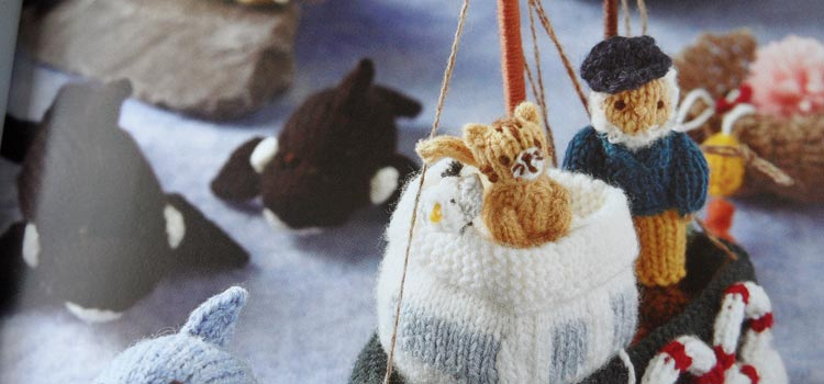 Mini Knitted Ocean - the fishermen go to sea