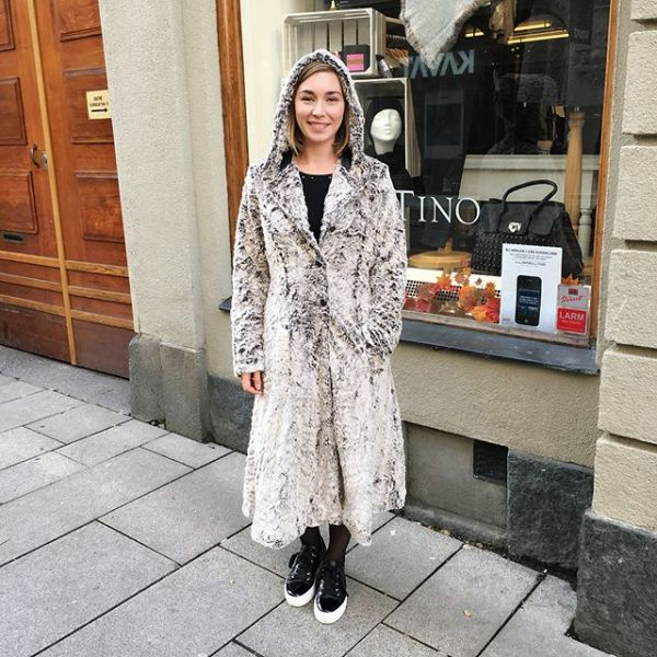 Ännu en snygg kappa från @designwerket som är helt underbar att ha på sig nu när det börjar blir kyligare! #fallnews #fallcoat #coat #fakefur #fake #designwerket #swedishbrand #swedish #gothenburg #fashion #fashionlove #addiction #fashionstore #womensclothing #love #it #new #clothes #inspo #instagood