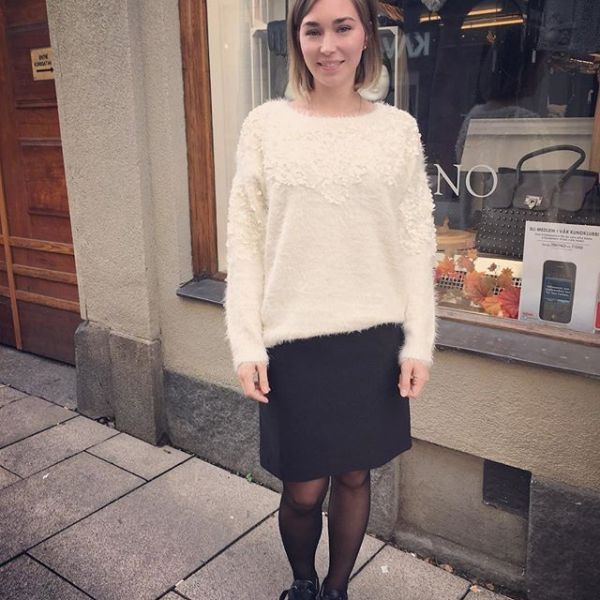Nyinkommen gosig tröja från @cream_dkcompany @cream_sverige med helt underbara blommor på i fin vintervit färg! #knittedsweater #knitt #knitted #winterwhite #new #sweater #in #store #now #iloveit #lovelyfashion #fashionista #fashion #fallfashion #newfallfashion #nyheter #höstnyheter #flowers #gothenburg #womensclothing #clothing