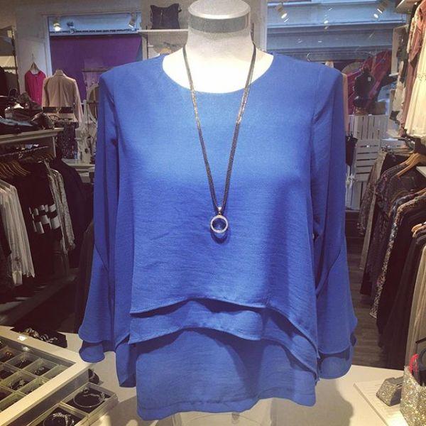 Snygg draperad kornblå blus från @2biz #tintino #gothenburg #fashionstore #ilovefashion #love #spring #feelings #newin #new #ss18 #fashioninspo #fashion #necklace #fashionjewellery #blue #blus