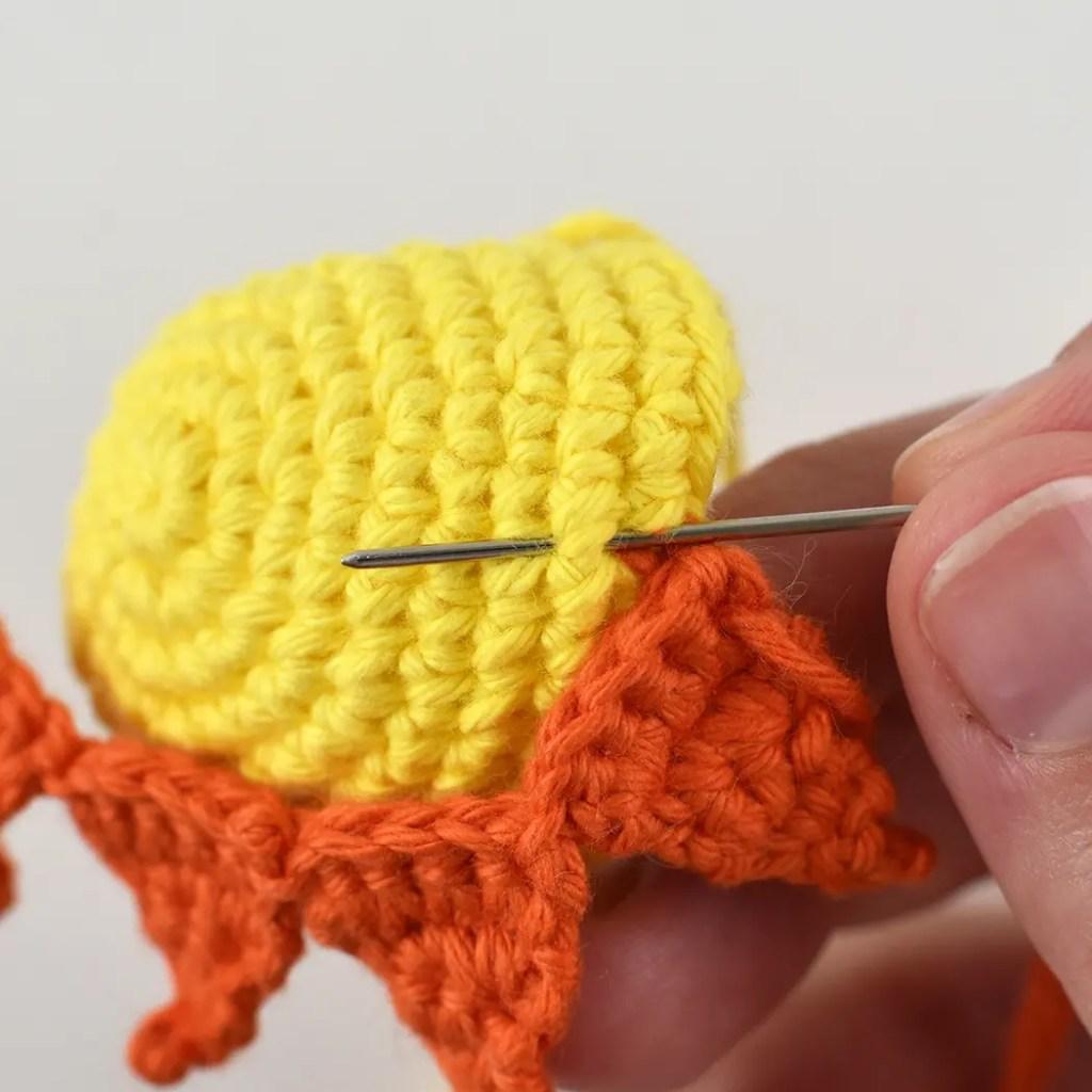 attaching crochet sun rays to a crochet sun hat