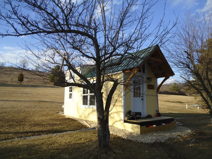 Sunny Side Exterior-Brevard Tiny House Company