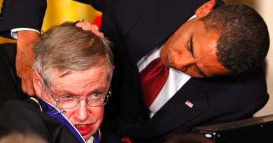 Stephen Hawking : «Il est temps de quitter la Terre»