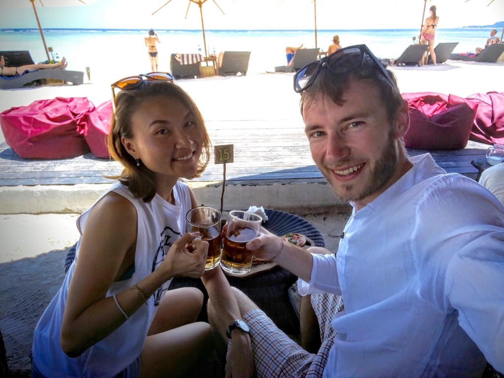 beers on the beach at mowies gili air