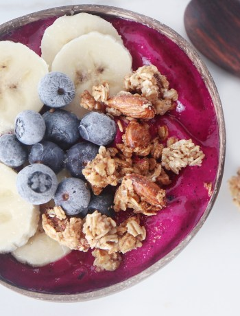 4 Ingredient Pitaya Smoothie Bowl