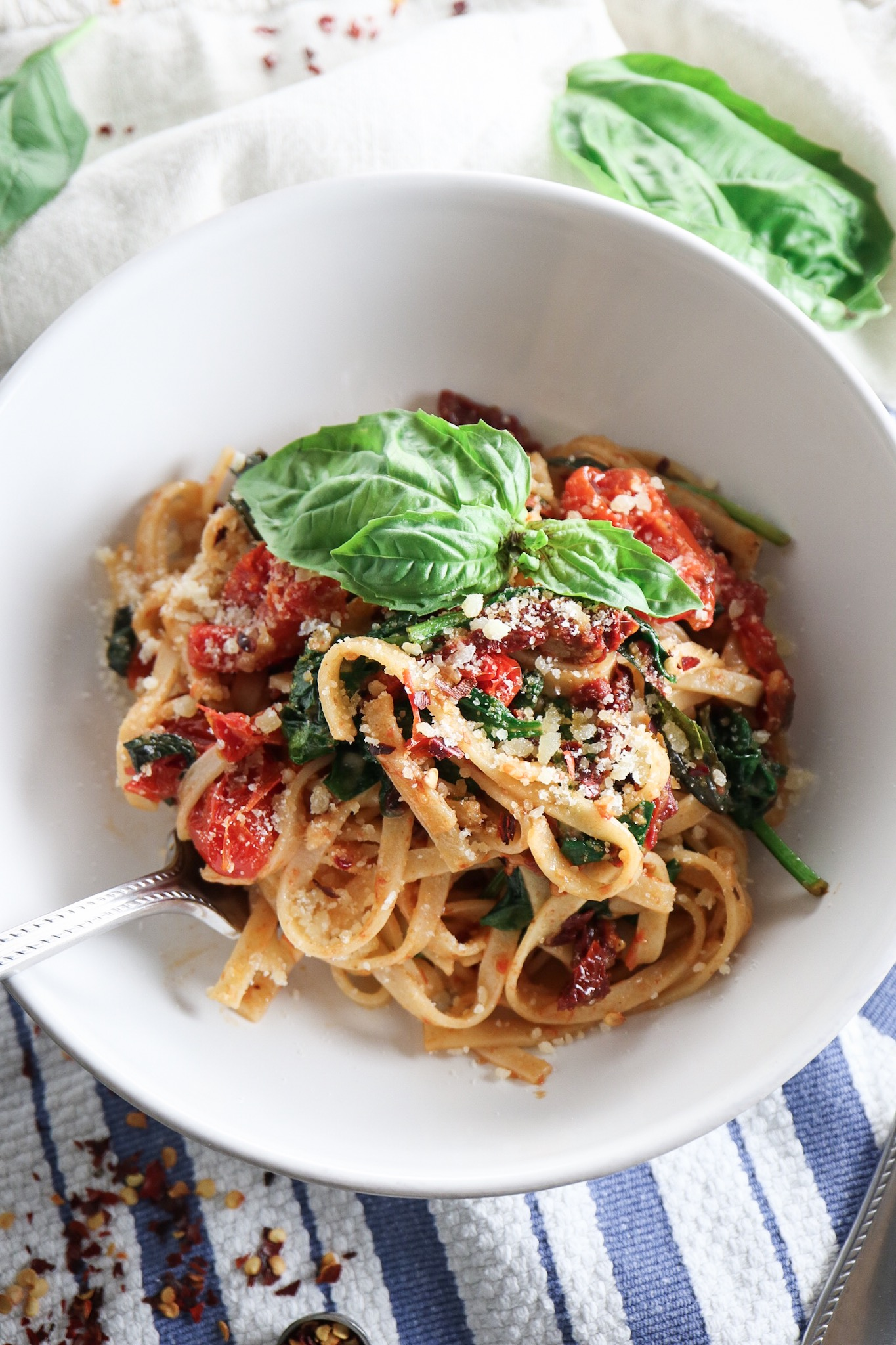 Spicy Tomato and Spinach Linguine