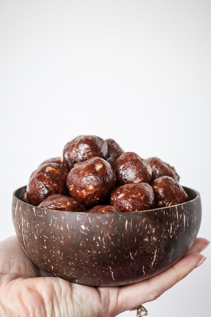 5 ingredient almond butter date balls