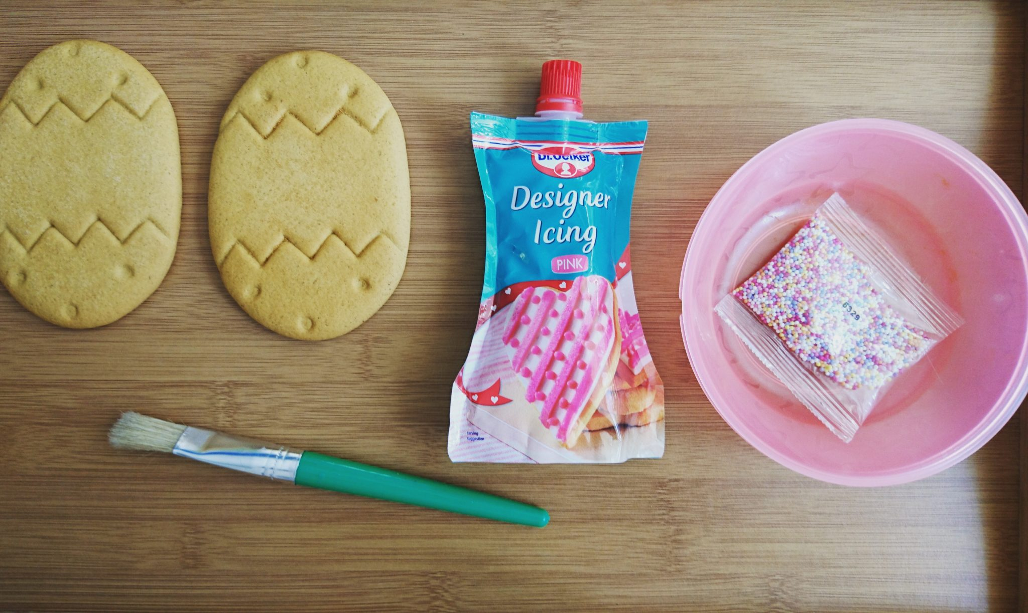 what we used to decorate our biscuits