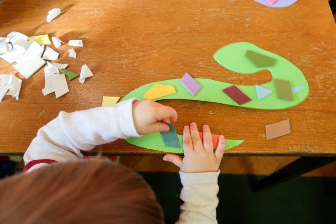 hanging snakes - toddler craft - under construction