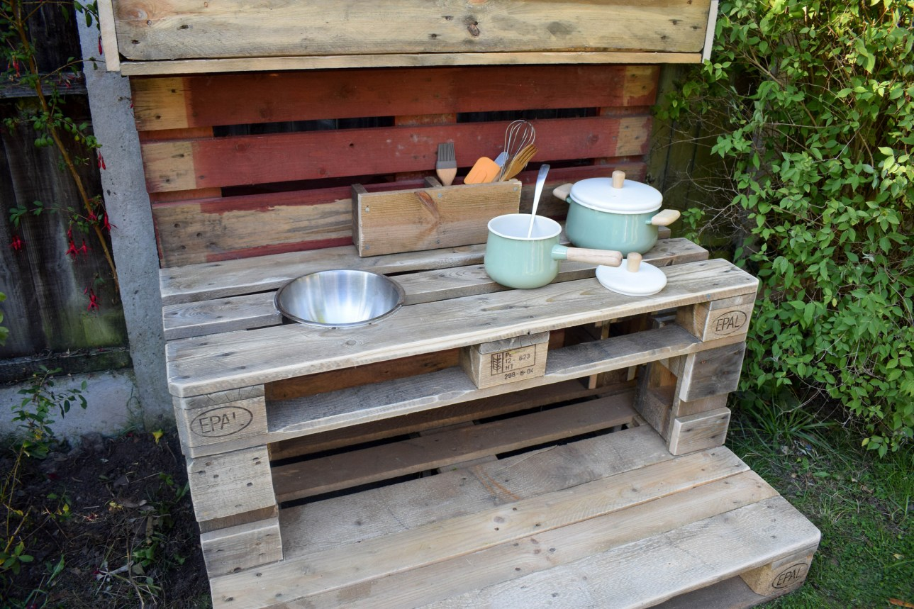 How To Make a Mud Kitchen- ready to cook