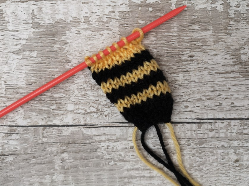 Teeny Tiny Bee – Free Knitting Pattern