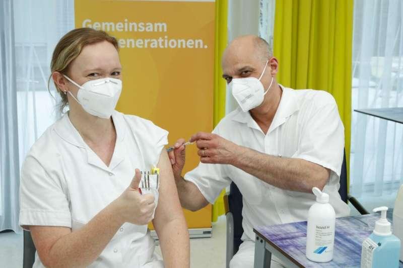 erster astrazeneca impfstoff in oo verimpft