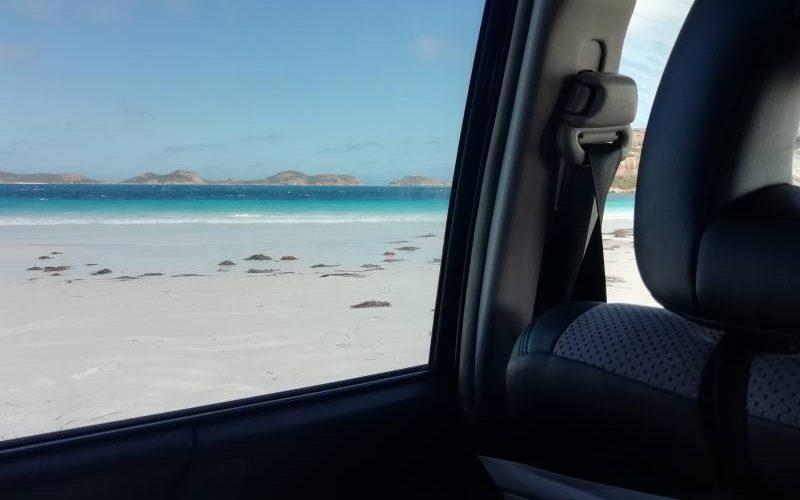 Con la macchina sulla spiaggi di Lucky Bay