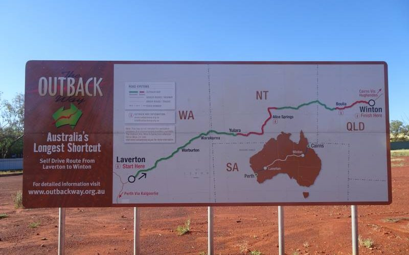 Cartello Great Central Road e Outback Way