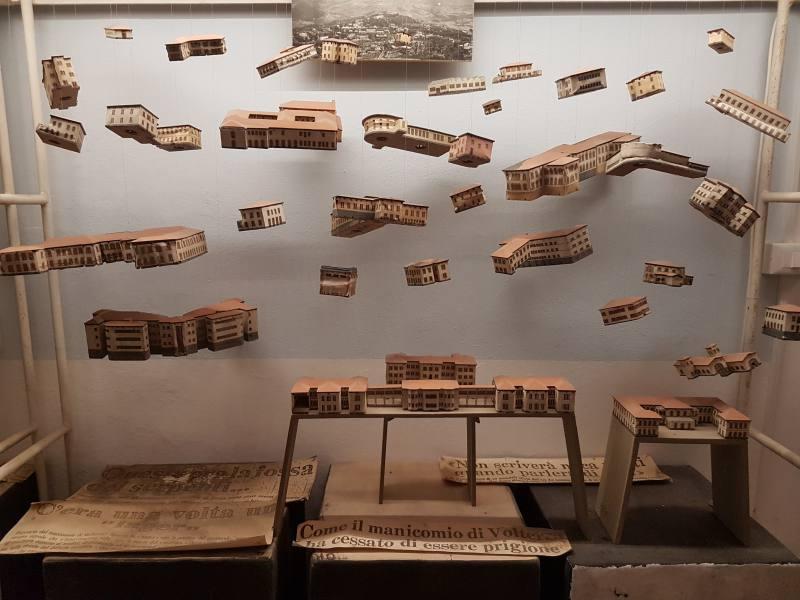 Plastico volante dell'ex manicomio di Volterra nel museo