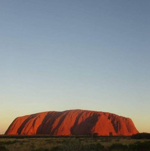 Punto panoramico su Uluru (Ayers Rock), il famoso monolite del deserto australiano