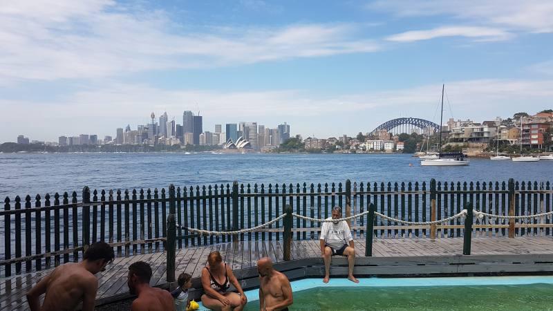 Aspettando il Capodanno di Sydney dalla piscina MacCallum Rockpool nel parco di Cremorne Point