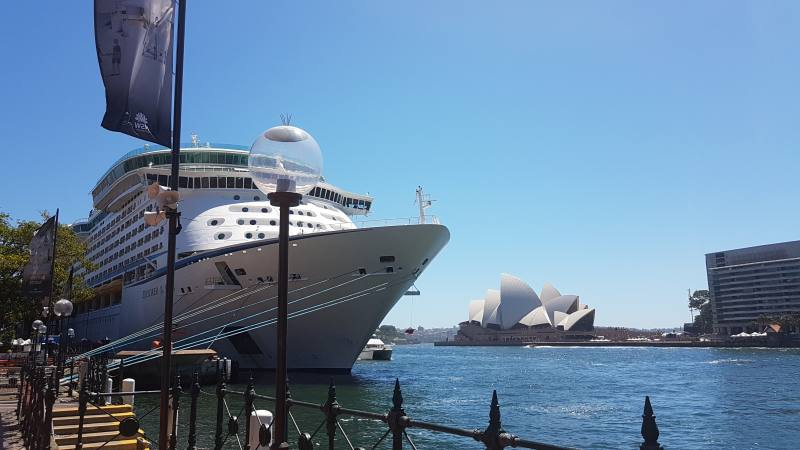 Vista dell'Opera House dal molo di West Circular Quay a Sydney