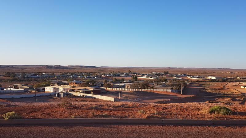 Punto panoramico su Coober Pedy, la città sotterranea australiana